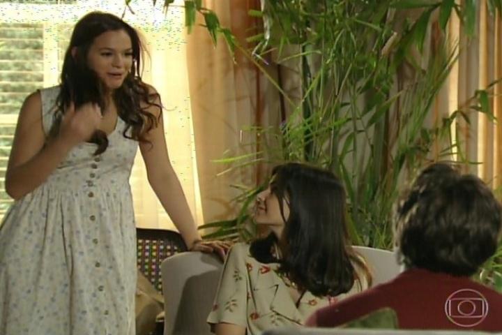 3.fev.2014 - Helena conta para a família que o tio a surpreendeu ao sair do banho