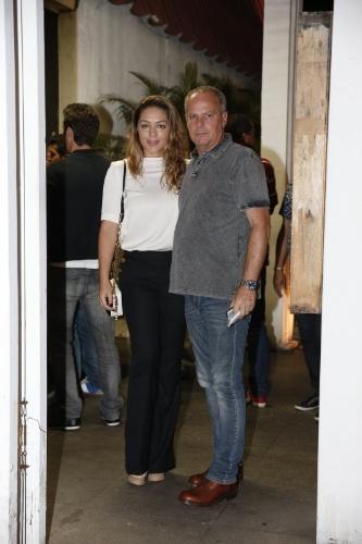 3.fev.2014 - Jaime Monjardim chegou acompanhado da mulher, Tânia Mara