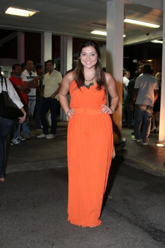 """3.fev.2014 - Poliana Aleixo assistiu ao primeiro capítulo de """"Em Família"""" com o elenco"""