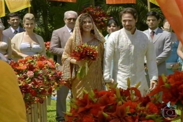 3.fev.2014- Juliana e Antônio se casam em cerimônia budista