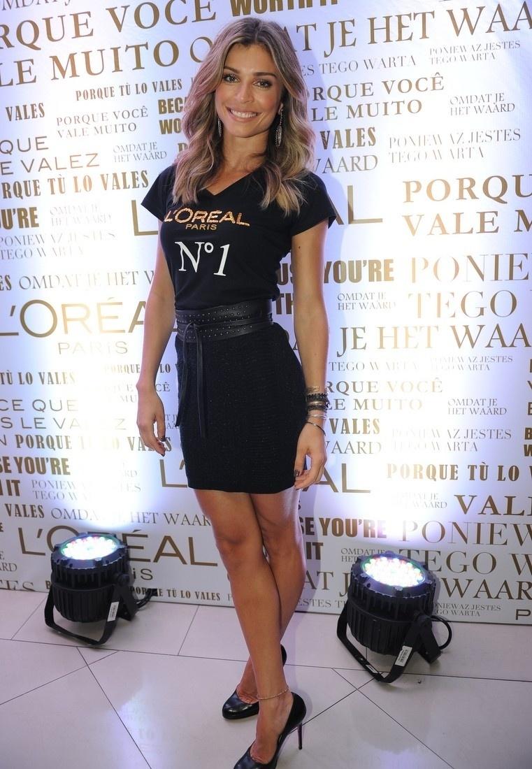 4.fev.2014 - Grazi Massafera se encontrou com Isabeli Fontana e Taís Araújo em um evento promovido por uma marca de cosméstico, em São Paulo