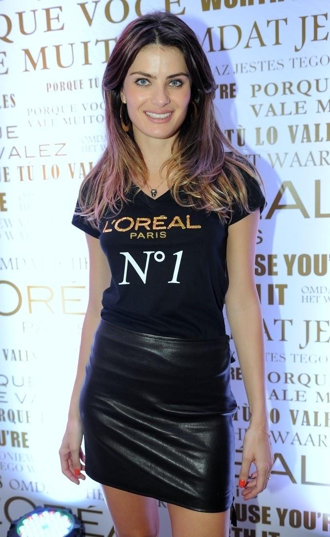 4.fev.2014 - Isabeli Fontana se encontrou com Grazi Massafera e Taís Araújo em um evento promovido por uma marca de cosméstico, em São Paulo