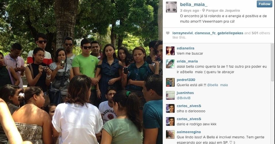 Bella conversa com fãs no Parque da Jaqueira, em Recife