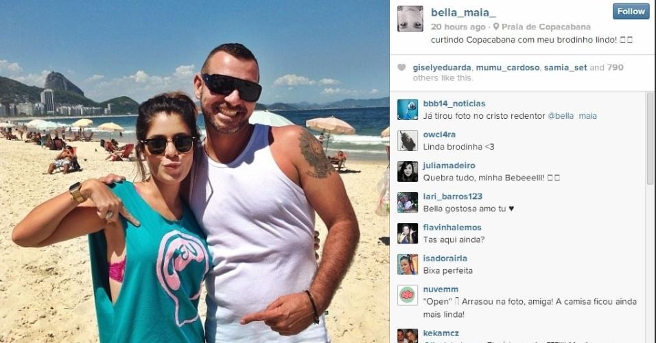 Bella e Vagner aproveitam o dia de sol em Copacabana, no Rio de Janeiro