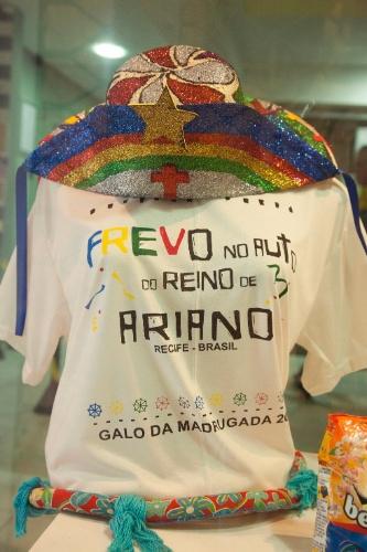 30.jan.2014 - Camiseta do Galo da Madrugada, bloco do Recife, em homenagem a Ariano Suassuna