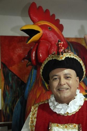 30.jan.2014 - Cid Cavalcanti, figurinista do Galo da Madrugada, bloco do Recife
