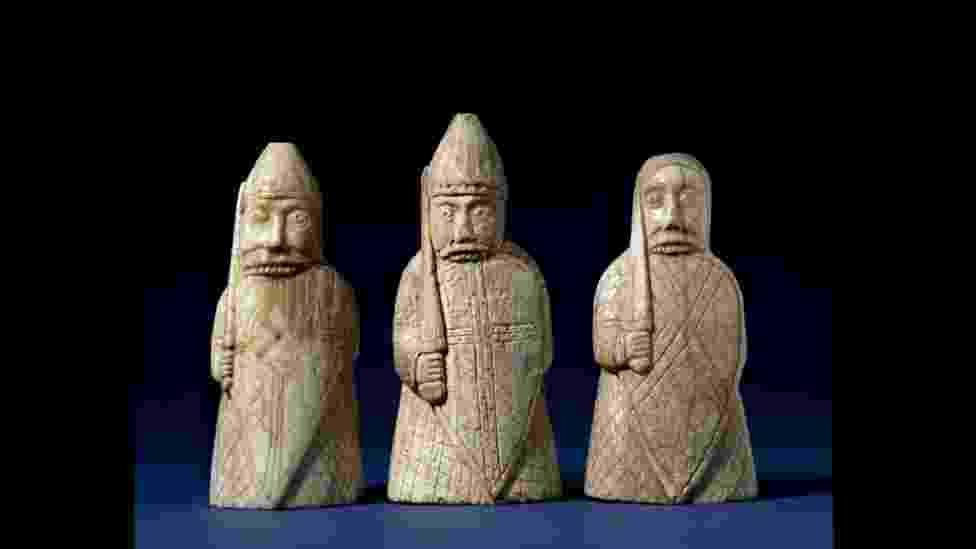 O Museu Britânico, em Londres, vai sediar, a partir de março, sua primeira grande exposição sobre os vikings em mais de 30 anos. Entre os objetos expostos estão estas peças de xadrez que datam do fim do século 12 - The Trustees of the British Museum