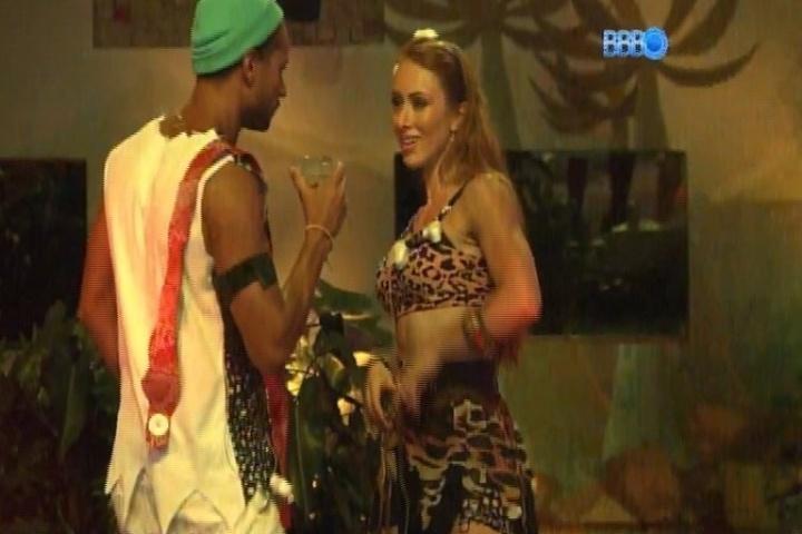 06.fev.2014 - Aline sensualiza e dança para Valter