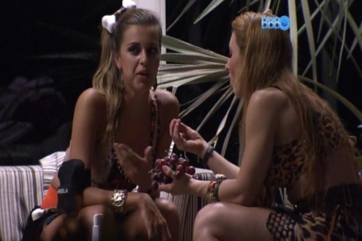 06.fev.2014 - Angela dispensa Marcelo e fala para Aline que ele