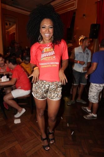 5.fev.2014 - Rainha de bateria da Dragões da Real, Simone Sampaio marca presença em evento pré-Carnaval no Bar Brahma, em São Paulo