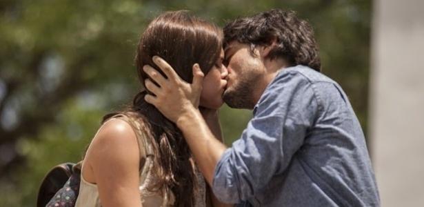 """""""Em Família"""", Helena e Laerte se beijam"""