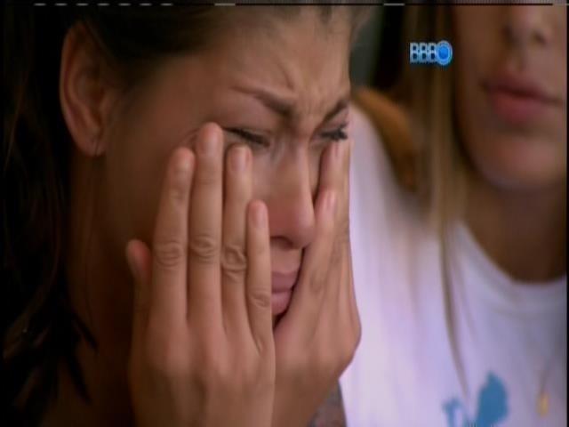 6.fev.2014 - Franciele chora ao lembrar da briga com Diego