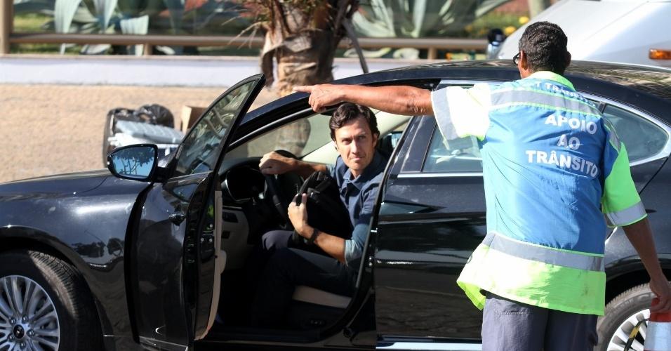 """6.fev.2014 - Gabriel Braga Nunes gravou cenas de """"Em Família"""" na Barra da Tijuca, zona oeste do Rio. Na trama ele vive o músico Laerte"""