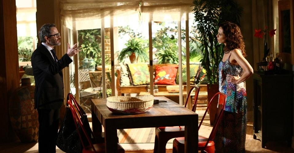 """6.fev.2014 - Vanessa Gerbelli e Leonardo Medeiros gravam cena de """"Em Família"""". Na trama, eles interpretam os personagens Juliana e Fernando, respectivamente"""