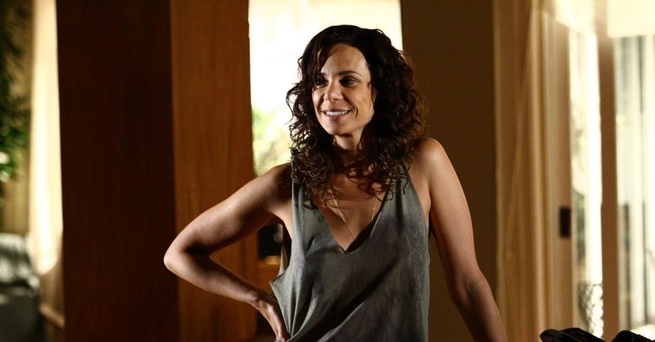 "6.fev.2014 - Vanessa Gerbelli grava cena de ""Em Família"". Na trama, ela interpreta a personagem Juliana"