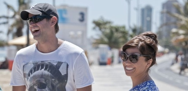 O diretor Leonardo Nogueira e Giovanna Antonelli se divertem nos bastidores