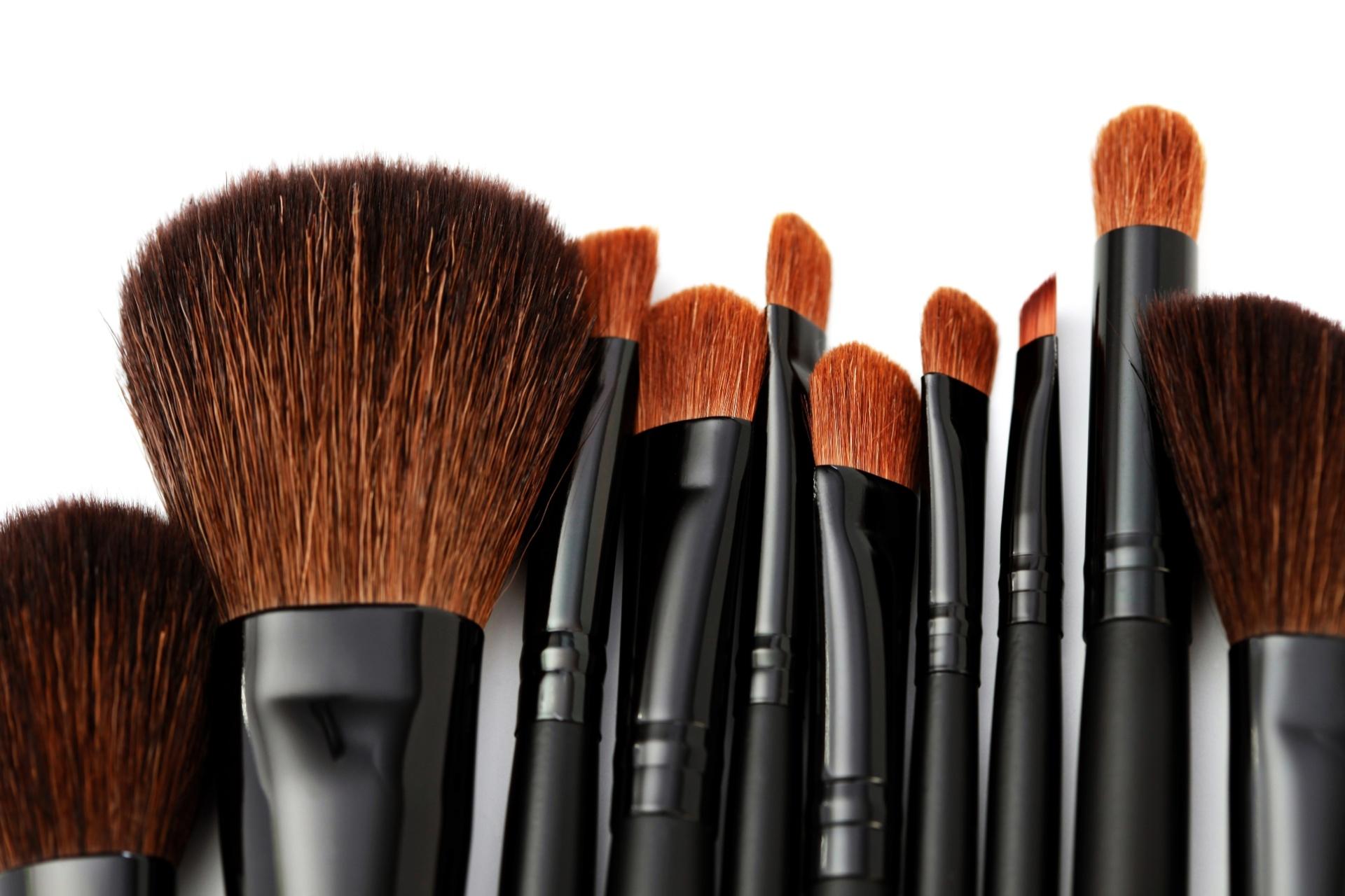 93215ae53ee03 Pinceis de maquiagem precisam ser lavados para evitar contaminação -  07 02 2014 - UOL Universa