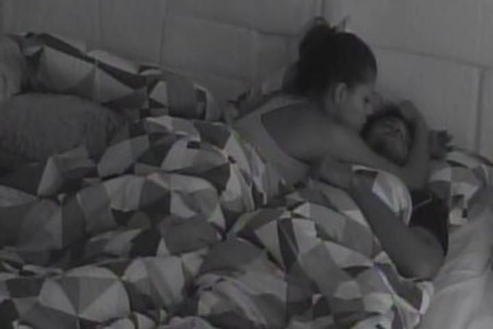 07.fev.2014 - Franciele e Diego fazem as pazes após ficarem o dia todo sem conversar