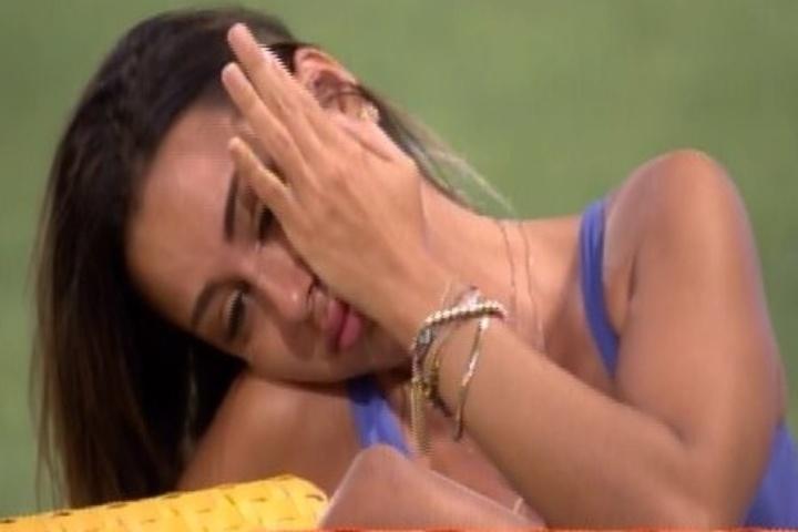 07.fev.2014 - Letícia desabafa com Valter e começa a chorar