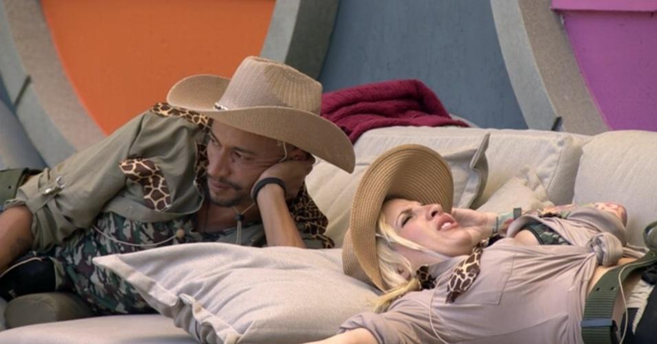 7.fev.2014 - Clara e Valter especulam voto de Marcelo
