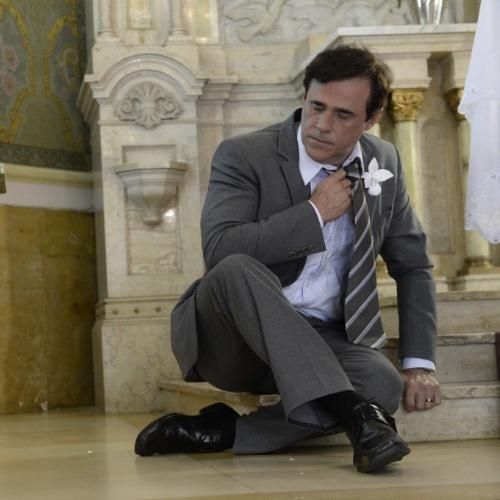 """Em Família"", Ramiro (Oscar Magrini) sofre infarto após descobrir que Laerte tentou matar Virgílio"