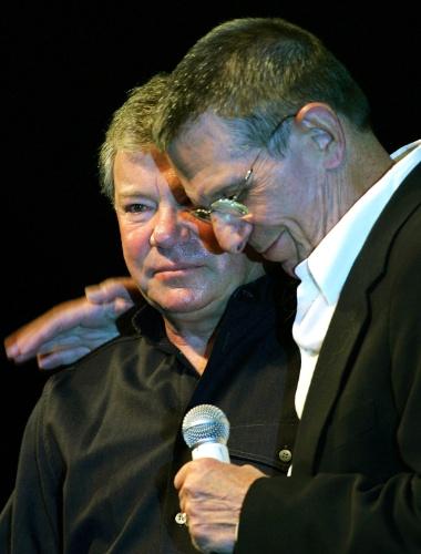 """19.ago. 2006 - Leonard Nimoy e William Shatner em um evento da série """"Star Trek"""" em Las Vegas"""