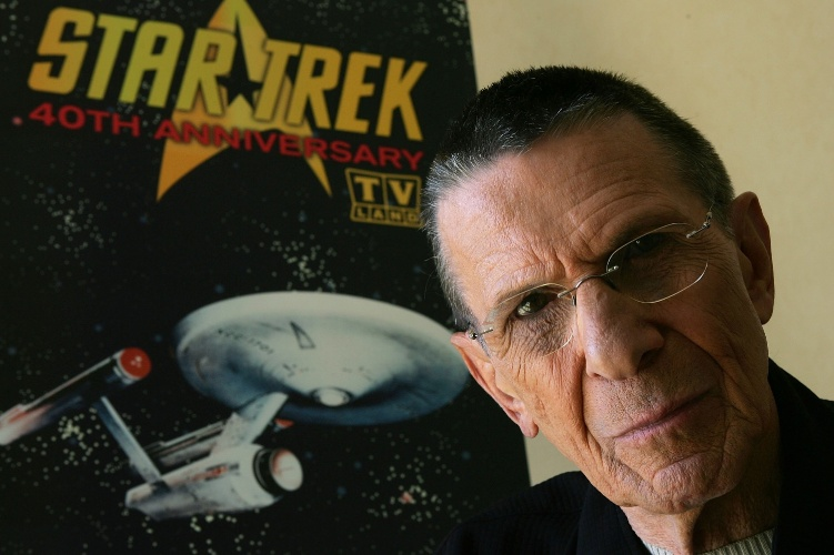 """9.ago.2006 - Leonard Nimoy promove o 40º aniversário de """"Star Trek"""" em um programa de TV em Los Angeles"""