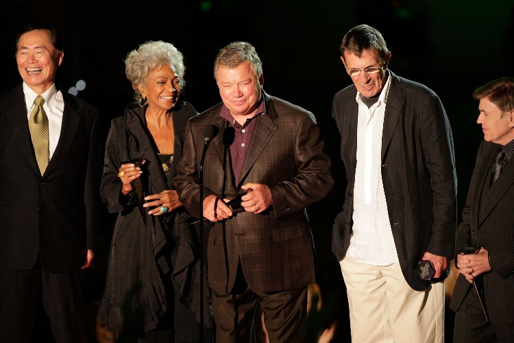 "19.out.2007 - Takei, Nichelle Nichols, William Shatner, Leonard Nimoy e Walter Koenig na reunião do 25º aniversário de ""Star Trek 2"", em Los Angeles"