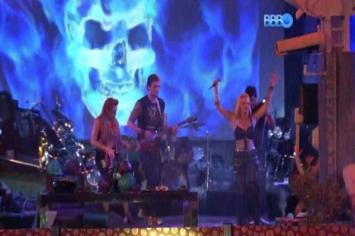 08.fev.2014 - Brothers se divertem durante a Festa Metal