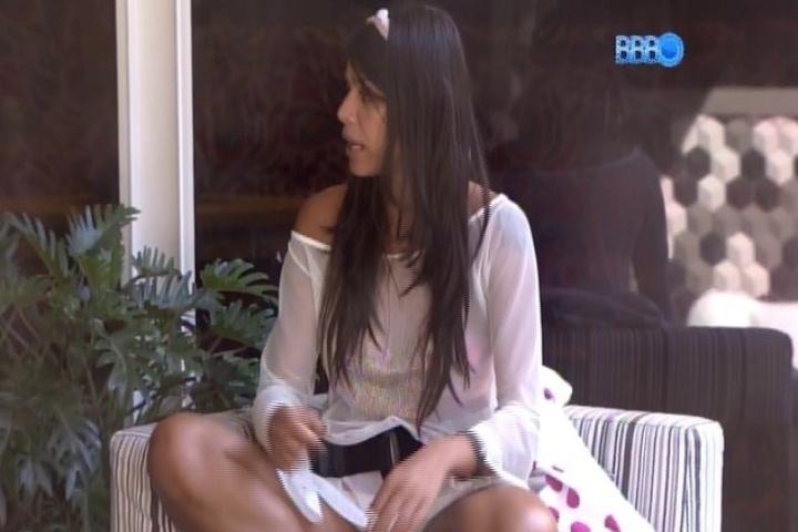 08.fev.2014 - Franciele, Cássio e Diego discutem por causa de cigarros