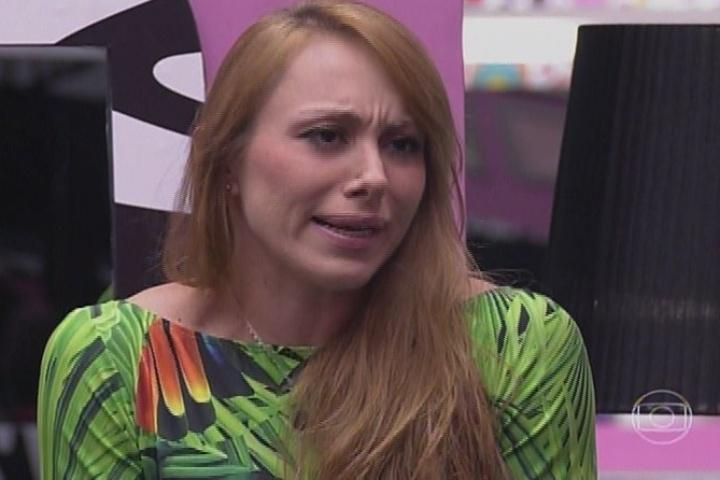 09.fev.2014 - A pedido de Bial, Aline revelou o segredo do Big Fone; ela está automaticamente no paredão de terça-feira