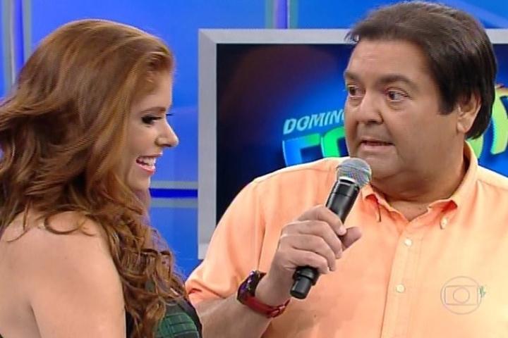 """09.fev.2014 - No """"Domingão"""", Amanda Gontijo disse que não sofreu rejeição do público e que quer ser apresentadora de TV"""