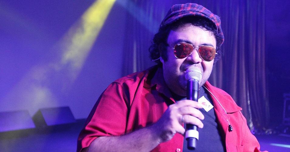 """8.fev.2014 - O bloco Quizomba toca """"Preta Pretinha"""" no CarnaUOL 2014, no WTC Golden Hall, em São Paulo"""