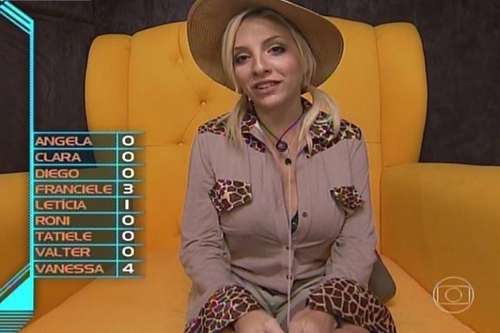 """09.fev.2014 - Clara votou em Franciele: """"A pessoa que eu ia votar já está no paredão, ela é a segunda da lista"""""""