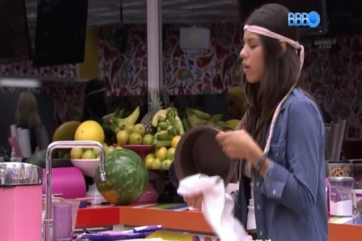 """10.fev.2014 - Após discussão, Franciele diz que Diego é """"brochante"""""""