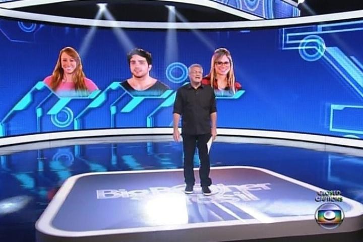 """10.fev.2014 - Bial inicia a edição desta segunda-feira do """"Big Brother Brasil"""""""