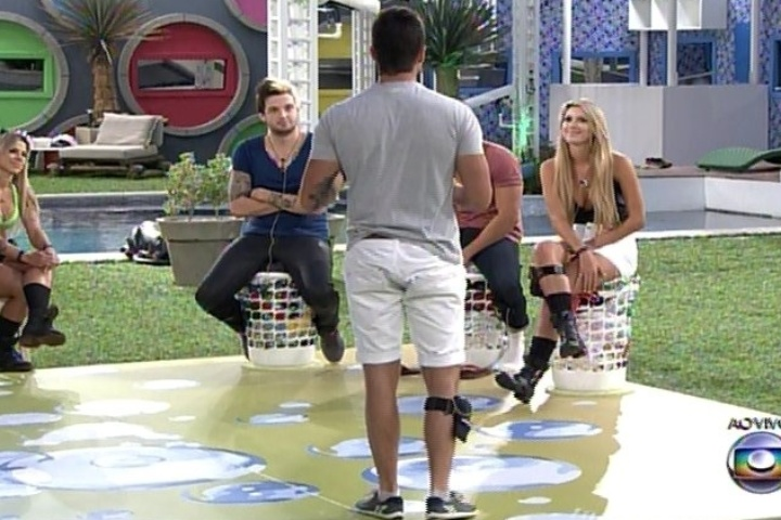 """10.fev.2014 - Cássio, Roni e Tatiele respondem a perguntas dos brothers na segunda Lavanderia do """"BBB"""""""