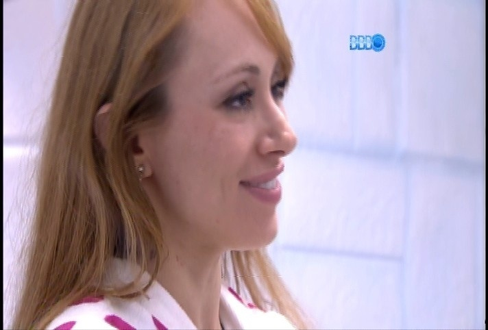10.fev.2014 Letícia sugere fazer as pazes com Aline