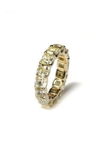 Aliança em ouro amarelo com diamantes; do Ara Vartanian (www.ara.com.br), a partir de R$ 80.000. Disponibilidade e preço pesquisados em fevereiro de 2014 e sujeitos a alteração