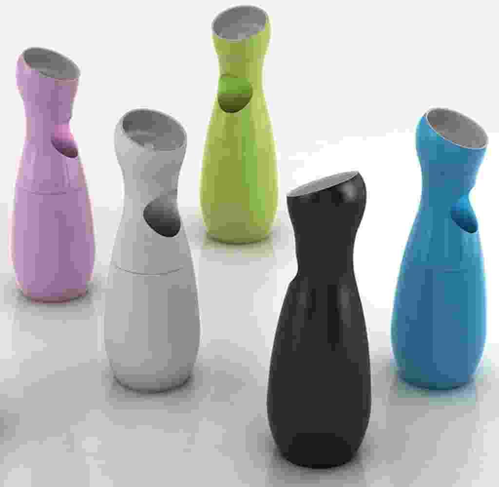 Disponível em diferentes cores, a lixeira Koon tem cinzeiro acoplado e mede 84,7 cm x 29,7 cm. Em polipropileno, está à venda na Benedixt (www.benedixt.com.br) por R$ 2.791 - Divulgação
