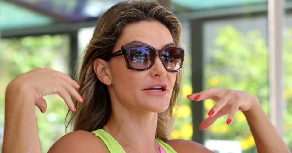 04.fev.2014 - Laura Keller em entrevista ao UOL em seu flat na Barra da Tijuca, no Rio de Janeiro