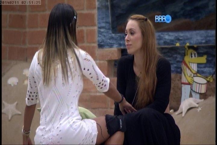 """11.fev.2014 Aline solta o verbo e fala tudo o que pensa de Letícia """"Você me traiu"""""""