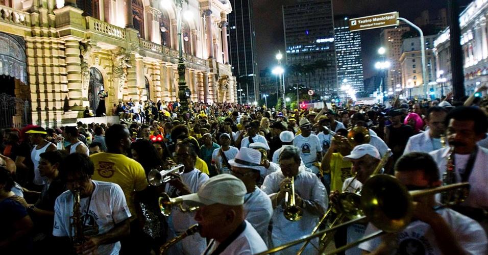 4.fev.2013 - Banda Redonda sai nas ruas do centro de São Paulo