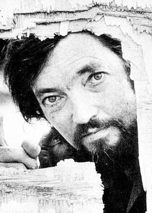 O escritor argentino Júlio Cortázar, em foto de 1976 - Reprodução