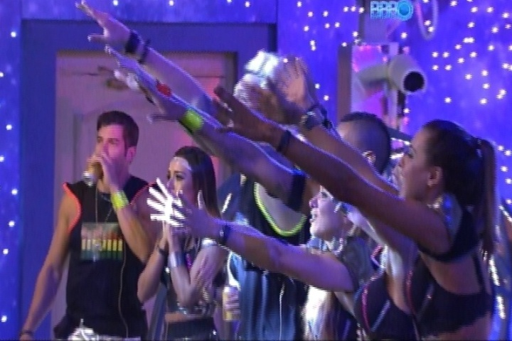 014 - Ao som de Lulu Santos, brothers participam da Festa Planetária
