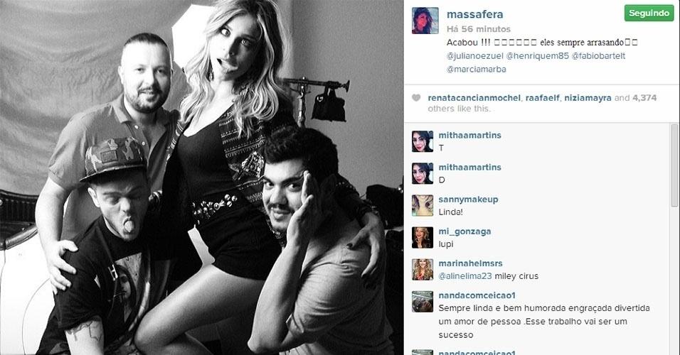 11.fev.2014 - Grazi Massafera postou uma foto em seu Instagram dos bastidores de um ensaio.