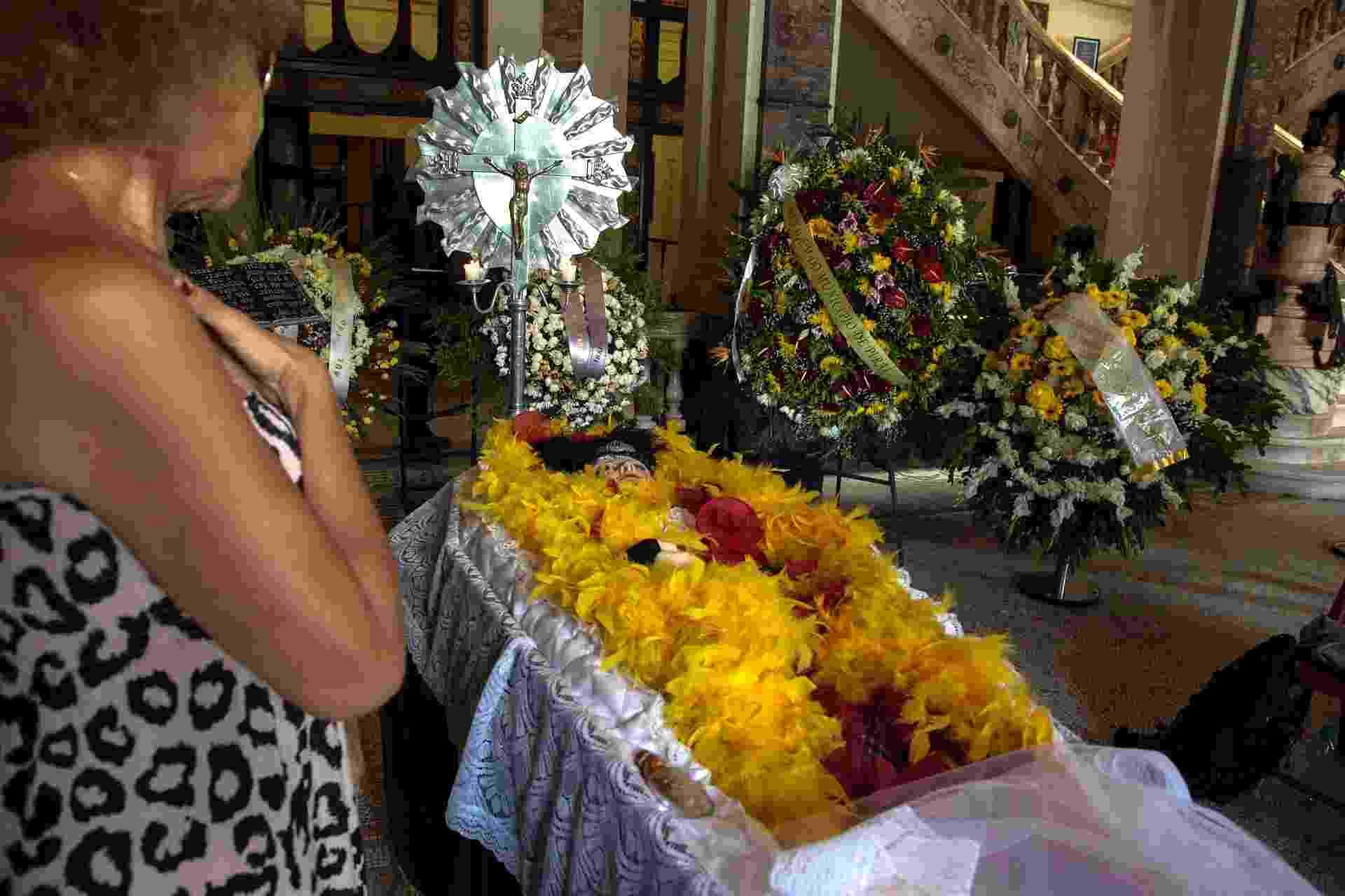 12.fev.2014 - A ex-vedete Virginia Lane é velada no Palácio Tiradentes, no Rio de Janeiro - Paulo Campos/Futura Press/Estadão Conteúdo