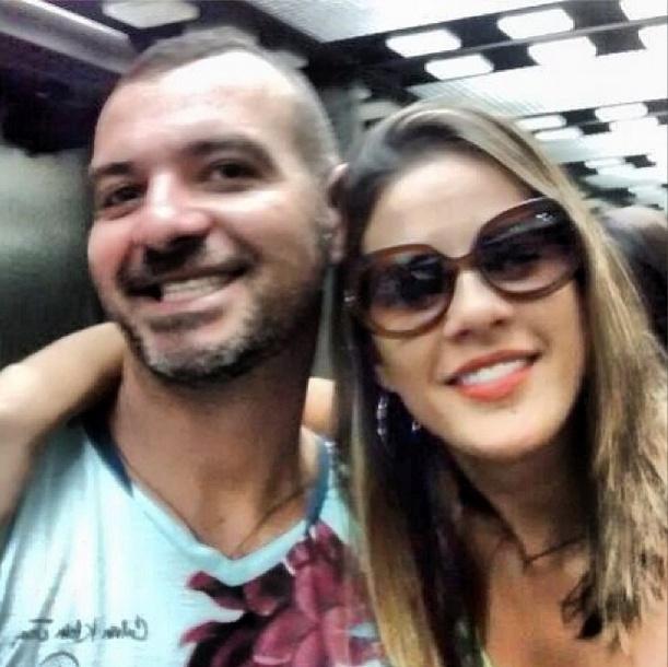 """12.fev.2014 - Princy publica foto ao lado de Vagner e escreve: """"Até breve Rio de Janeiro seu lindo!!! Goiânia estou chegando"""""""