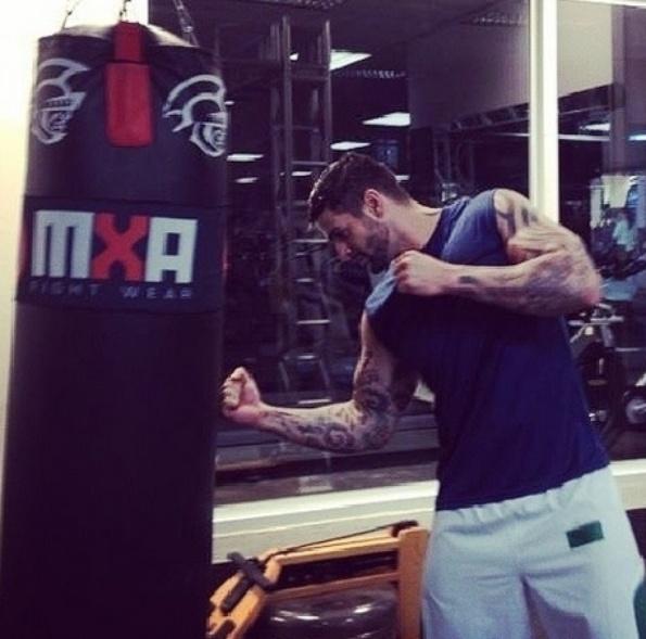 "12.fev.2014 - Rodrigo Lima, terceiro eliminado do ""BBB14"", pratica boxe na academia. Ele foi o terceiro eliminado do programa"