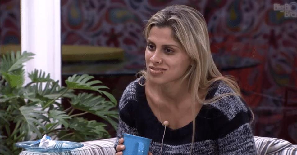 12.fev.2014 - Vanessa é cortada pela produção ao citar a RedeTV!